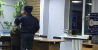 Кайгуул милициясынын кызматкерлери 3-класстын окуучусуна үйүн табууга жардам беришти