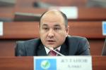 Депутат Жогорку Кенеша от фракции Онугуу — Прогресс Алмаз Жутанов во время заседания