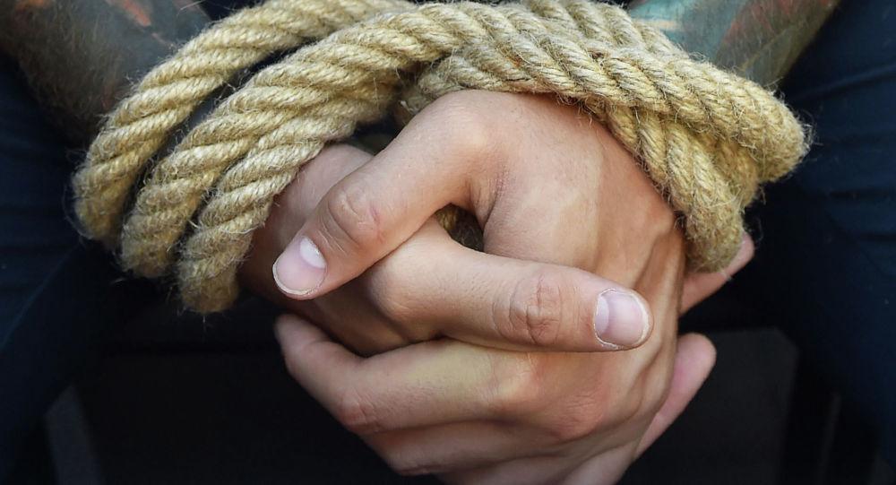 Связанные руки. Архивное фото