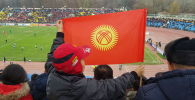 Болельщики сборной Кыргызстана на стадионе Омурзакова в Бишкеке. Архивное фото