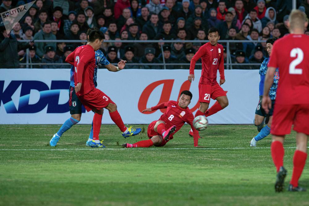 Игроки сборной Кыргызстана бились за каждый сантиметр поля