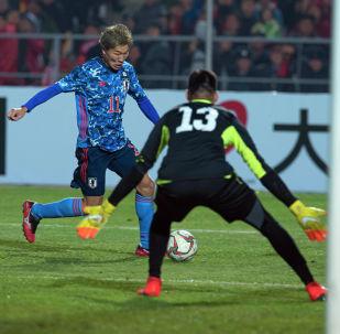 У каждой из команд были возможности открыть счет в игре в первые полчаса игры, но японцы чаще били в створ ворот. В конце первого тайма сборная Японии забила гол с пенальти.