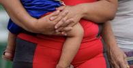 Женщина с ребенком. Архивное фото