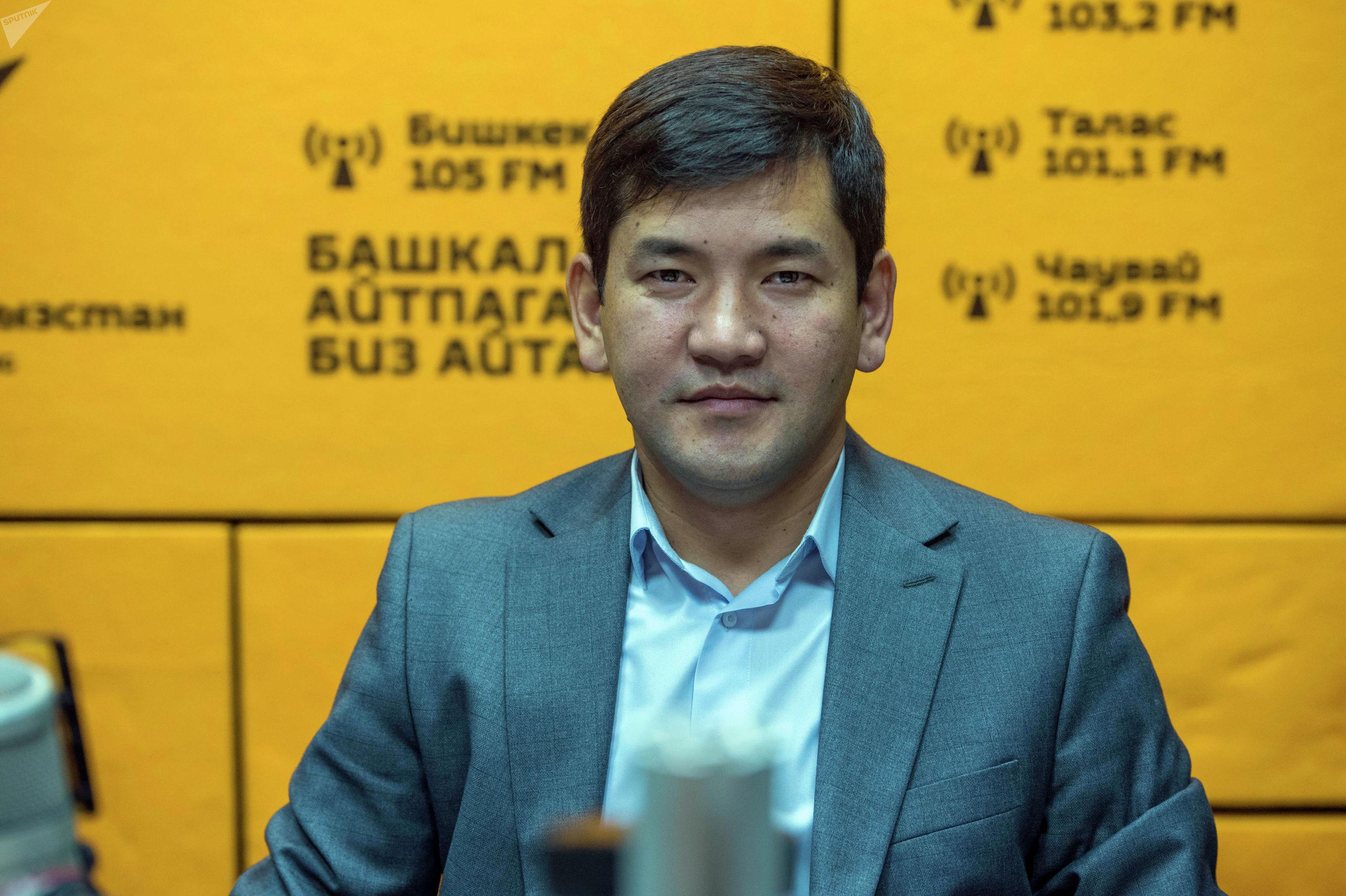 Представитель Агентства по антимонопольной политике Сагын Маматоморов во время беседы на радио