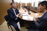 Представьте, что вы берете кредит, обязуясь своевременно тратить деньги, — иначе штрафы составят миллионы сомов. Казалось бы, это легко. Но из-за чиновников Кыргызстан несвоевременно осваивал средства и потерял 772,2 миллиона.