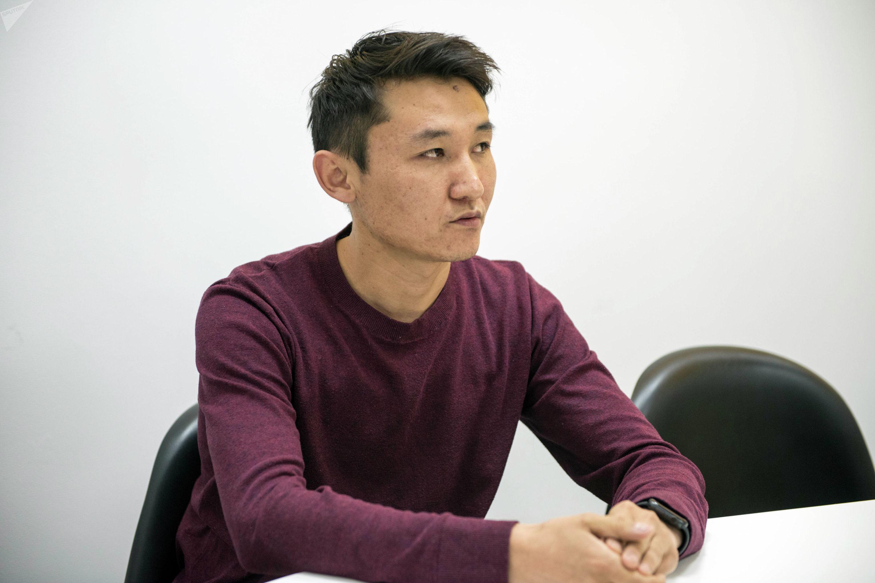 Руководитель IT компании Cybertek в Чикаго Эсен Ниязов во время беседы