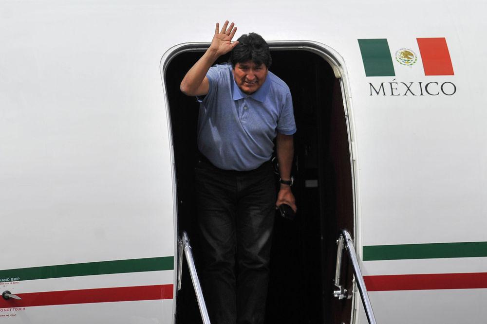 Ушедший с поста президента Боливии Эво Моралес в аэропорту Мехико (Мексика)