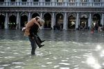 Италиянын Венеция шаарында акыркы 50 жылдан берки эң ири суу ташкыны болуп жатат