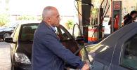 В Иране вспыхнули беспорядки из-за повышения цен на автомобильное топливо. В результате столкновений демонстрантов с полицией погибли несколько человек.