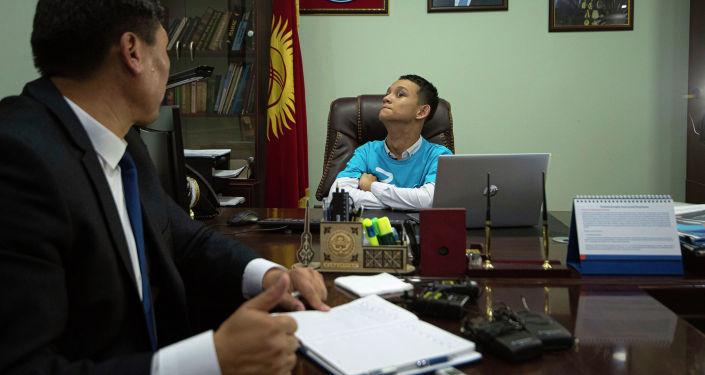 Пятнадцатилетний Тилеген Рахатбеков попробовал себя в роли министра труда и социального развития. Это стало возможным благодаря акции Дети у руля, организованной ЮНИСЕФ в рамках празднования 30-летия Конвенции ООН о правах ребенка.