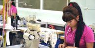 Швеи на текстильном предприятии. Архивное фото