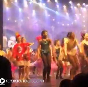 Группа танцоров Академии Сандры Годой проломила сцену муниципального театра Американа в Сан-Паулу (Бразилия).