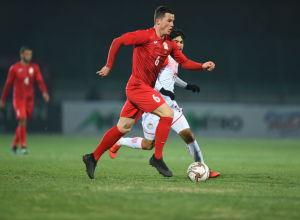 Защитник сборной Кыргызстана Виктор Майер на матче Кыргызстан — Таджикистан в Бишкеке, в рамках группового этапа Чемпионата мира 2022 года
