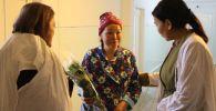 Бишкек шаардык перинаталдык борбордо (№4 төрөт үйү — ред.) 46 жаштагы Айнура Жайнакова үч эм төрөдү