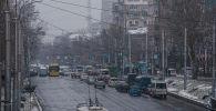 Автомобильное движение на перекрестке улиц Юсупа Абдрахманова и Джоомарта Боконбаева. Архивное фото