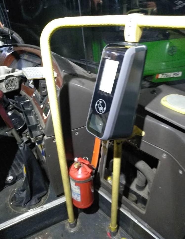 Установка в столичные автобусы и троллейбусы порядка 140 стационарных валидаторов для считывания данных с проездной карты.