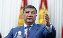 Депутат Жогорку Кенеша Искендер Матраимов на заседании ЖК