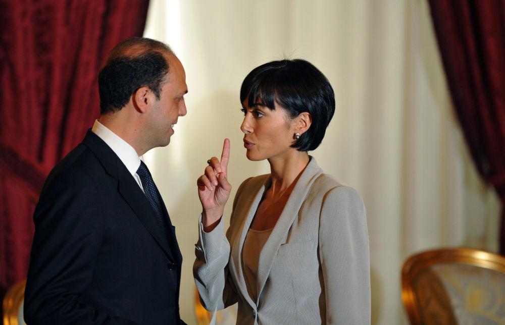 43 жаштагы Мара Карфанья учурда Италия парламентинин депутаты. Мурда фотомодель жана алып баруучу болгон.