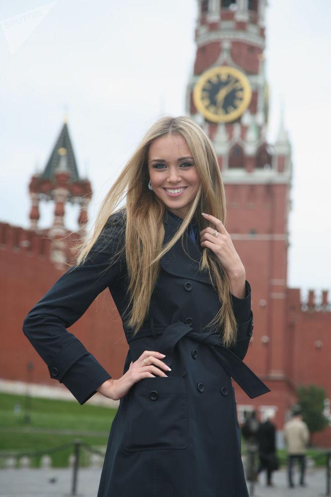 2007-жылы Россия сулуусу, 2008-жылы дүйнө сулуусу болгон Ксения Сухинова Россиянын коомдук палатасынын мүчөсү болгон.