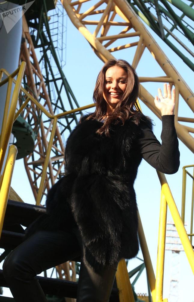 Оксана Федорова теле алып баруучу, милициянын майору, 2001-жылы Россия сулуусу болгон. Ал эми 2002-жылы Аалам сулуусу наамына татыган. 2003-жылы Дума депутаттыгына талапкерлигин койгон.