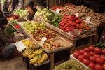 Бишкектеги Ош базарында жер-жемиш сатуу. Архив