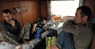 Таджикские трудовые мигранты возвращаются из России домой.