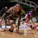 Девушки из группы поддержки БК УНИКС выступают в перерыве матча группового тура Кубка Европы по баскетболу сезона 2019/20 между БК УНИКС (Казань, Россия) и БК Нанте 92 (Нантер, Франция).