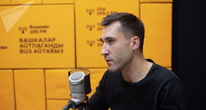 Предприниматель Данияр Салякаев во время беседы на радио Sputnik