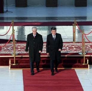 Президент КР Сооронбай Жээнбеков встречает президента Казахстана Касыма-Жомарта Токаева прибывшего в Кыргызстан с государственным визитом