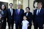 Президент Кыргызстана Сооронбай Жээнбеков и президент Казахстана Касым-Жомарт Токаев посетили Дом-музей Чынгыза Айтматова в городе Бишкек