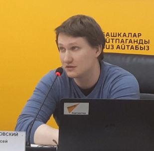 Руководитель центра интернет-технологий МИА Россия сегодня Алексей Филипповский выступил перед SEO- и SMM-специалистами из Кыргызстана и рассказал об анатомии сайта и о web-технологиях.