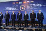 Церемония совместного фотографирования глав государств-членов ОДКБ.