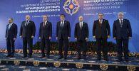 Церемония совместного фотографирования глав государств-членов ОДКБ в Бишкеке