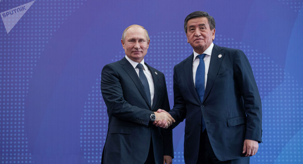 Президент Кыргызстана Сооронбай Жээнбеков и глава России Владимир Путин. Архивное фото