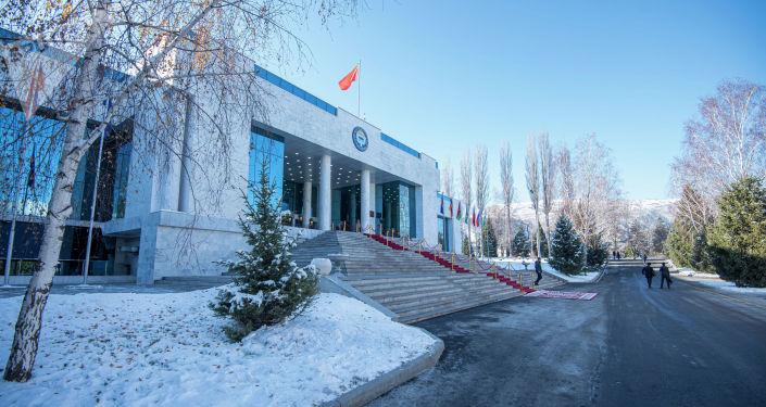 Конгресс-холл государственной резиденции Ала-Арча перед началом заседания Совета коллективной безопасности ОДКБ в Бишкеке