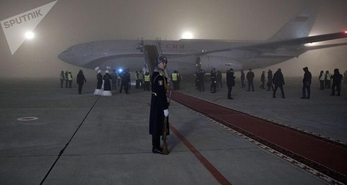 28 ноября 2019. Самолет президента РФ Владимира Путина в аэропорту Бишкека.