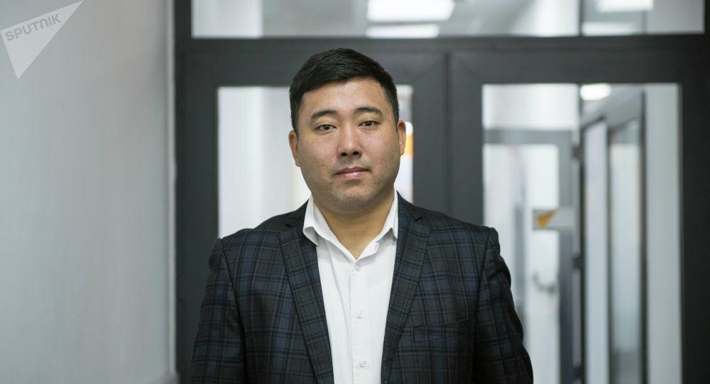 Маалымат жана массалык коммуникациялар департаментинин укуктук иштер бөлүмүнүн башчысы Бектур Ибрагимов