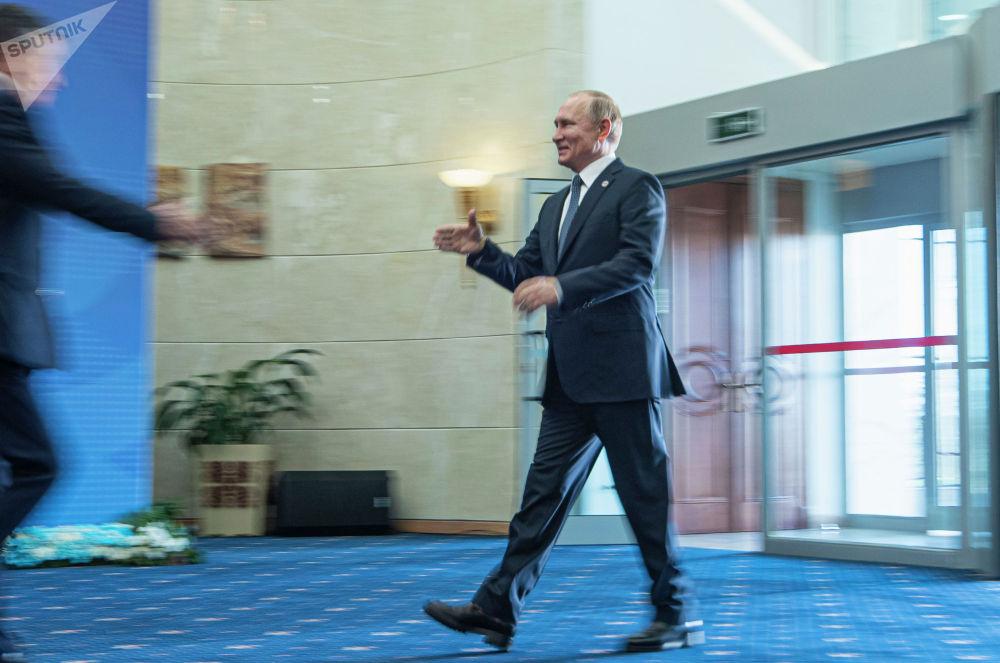 Президент России Владимир Путина прибыл в госрезиденцию Ала-Арча перед началом заседания Совета коллективной безопасности ОДКБ в Бишкеке