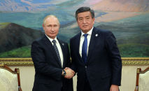 Президент Кыргызской Республики Сооронбай Жээнбеков на встрече с президентом Российской Федерации Владимиром Путиным. Архивное фото