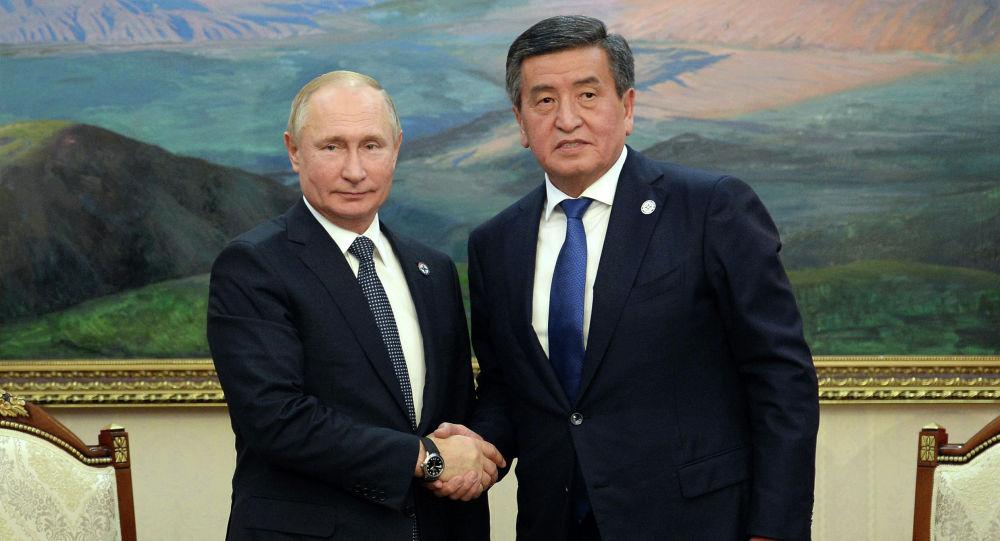 Президент КР Сооронбай Жээнбеков во время встречи с главой РФ Владимиром Путиным. Архивное фото