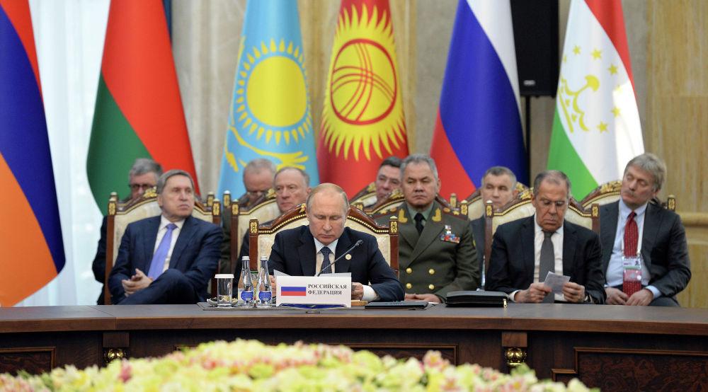 Глава России Владимир Путин предложил разработать нормативно-правовые документы, которые позволили бы подразделениям ОДКБ участвовать в миротворческих операциях под эгидой ООН