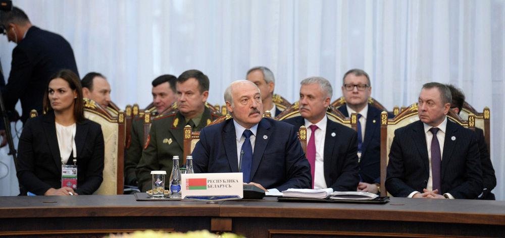 В ходе встречи президенты обсудили также основные итоги деятельности организации в межсессионный период и меры противодействия современным вызовам и угрозам безопасности