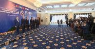 Бүгүн Бишкекте ЖККУнун Жамааттык коопсуздук кеңешинин кезектеги сессиясы өттү. Жыйындын жүрүшүн Sputnik Кыргызстан тарткан кыскача видеодон көрүңүз. Саммитти 6 мамлекеттин 265 медиа өкүлү чагылдырды.