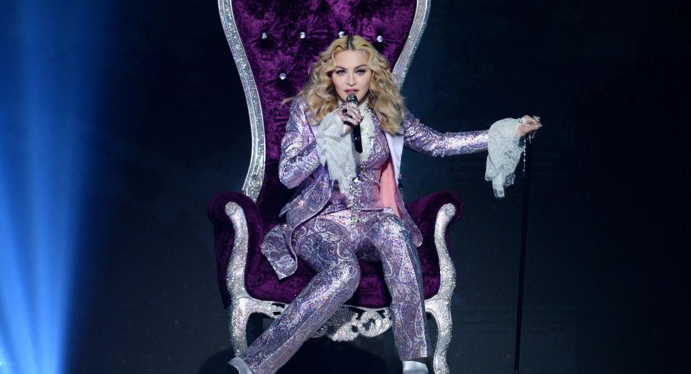 Америкалык ырчы Мадонна. Архивдик сүрөт