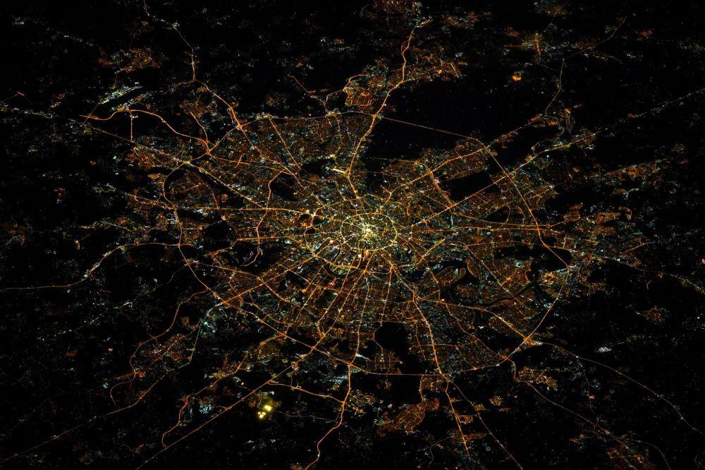 Москва с борта МКС. Автор снимка — космонавт Олег Скрипочка.