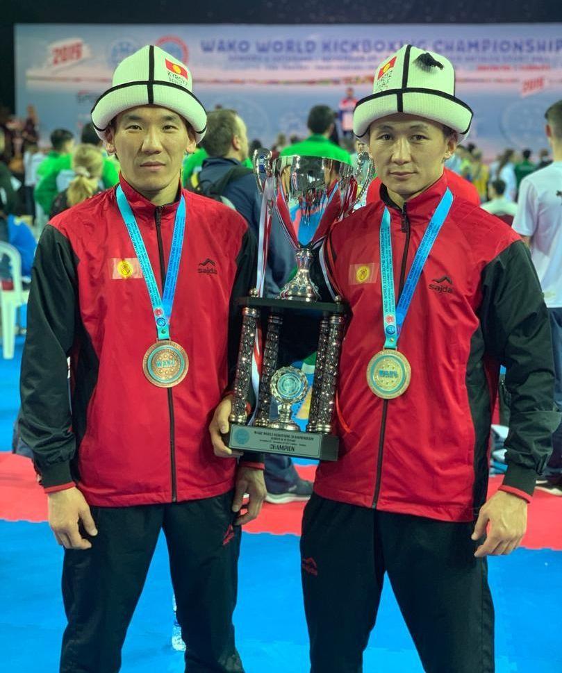 Кыргызстанские спортсмены Авазбек Аманбеков и Рустам Ибрагимов завоевали золотой и серебряные медали на чемпионате мира по кикбоксингу в Турции