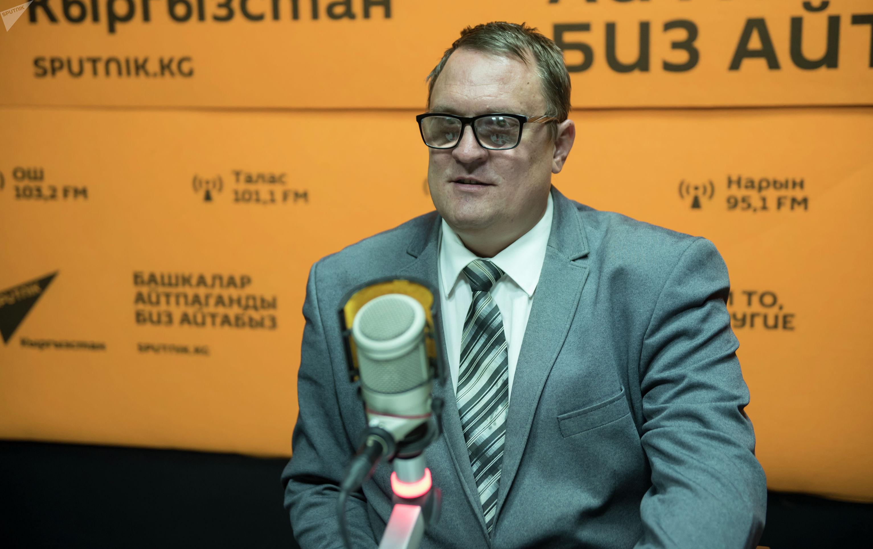 Адвокат Сергей Брюханов на радиостудии Sputnik Кыргызстан