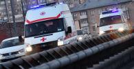 Автомобили скорой помощи на дороге. Архивное фото