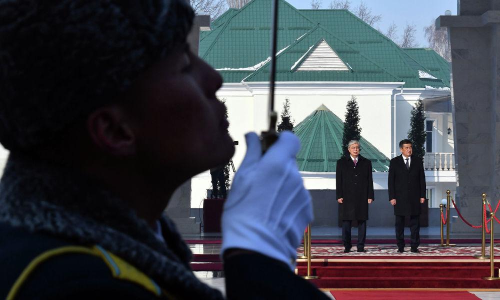 27 ноября президент Казахстана Касым-Жомарт Токаев посетил Кыргызстан с государственным визитом. По итогам визита был подписан пакет документов, среди которых комплексная программа сотрудничества двух стран до 2022 года и соглашение о сотрудничестве в области миграции.
