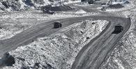 Грузовые машины на руднике Кумтор. Архивное фото